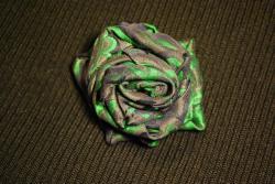 ruža bez tŕňa ale zato so zatváracím špendlíkom na upevnenie kamkoľvek - DSC_0094.JPG