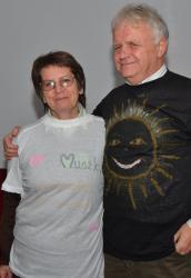 DSC_0634.JPG - Vzájomné manželské obdarovanie sa vlastnoručne namaľovaným tričkom