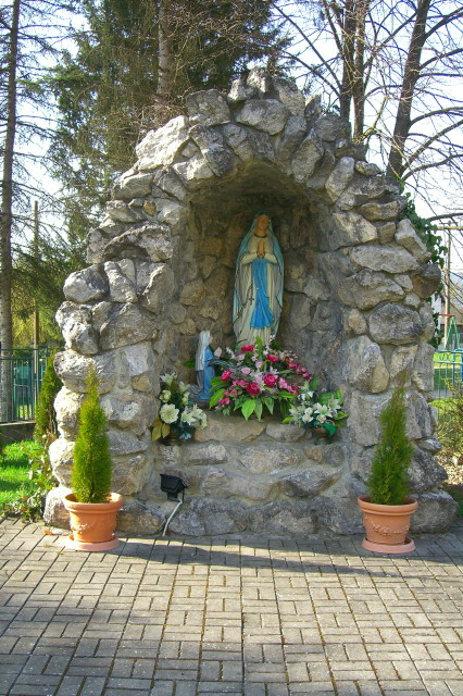 Kaplnka Lurdska Pana Mária.JPG -