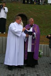 Ja3P_C-13.002.JPG - Nový kríž a socha Panny Márie - posvätenie 2013