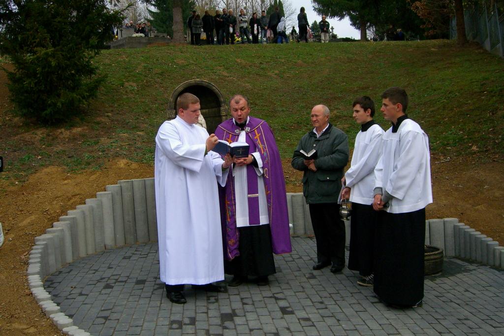 Ja3P_C-13.004.JPG - Nový kríž a socha Panny Márie - posvätenie 2013