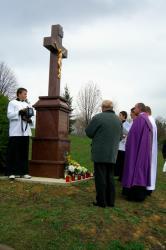 Ja3P_C-13.008.JPG - Nový kríž a socha Panny Márie - posvätenie 2013