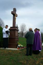 Ja3P_C-13.009.JPG - Nový kríž a socha Panny Márie - posvätenie 2013