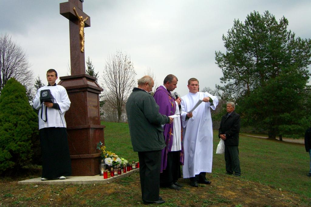 Ja3P_C-13.010.JPG - Nový kríž a socha Panny Márie - posvätenie 2013