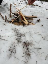 Zakladanie ohňa aj v snehu -