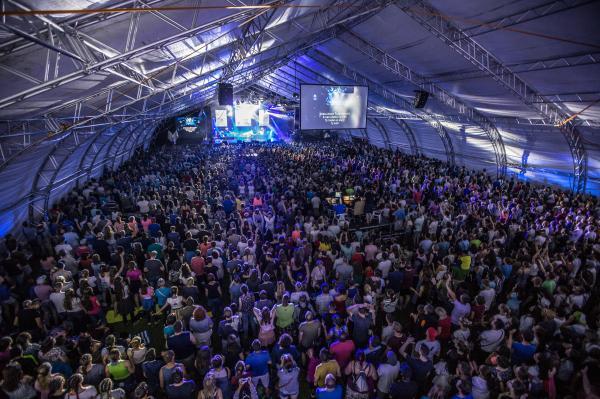 """CampFest oslávil dvadsať rokov. Jeho účastníci sa tentokrát modlili za  """"premenu"""" 3896f828d6f"""